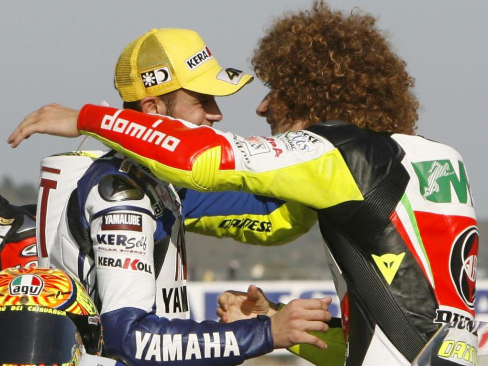 http://www.veja.it/wp-content/uploads/2011/10/valentino-rossi-e-marco-simoncelli.jpg