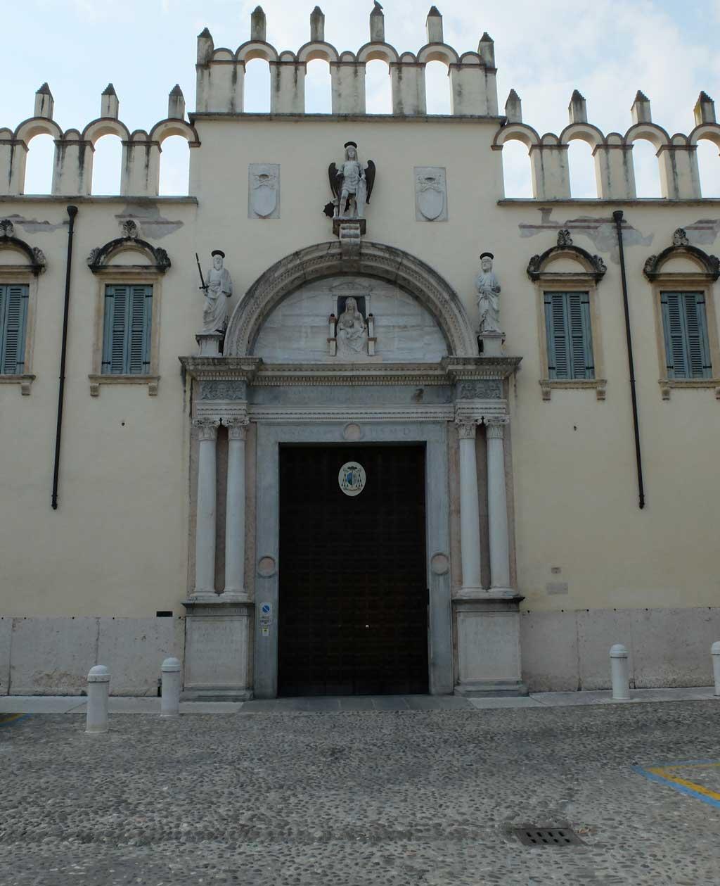 La chiesa veronese asservita alla signoria veneta for Porta esterna